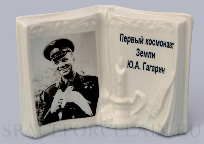 Kniga_Gagarin_001-700x495.jpg